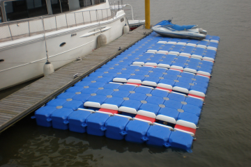 pontoon system for yachts and boats