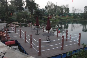 restaurant on pontoons